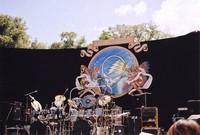 "Grateful Dead at Frost Amphitheatre: painting of winged figures supporting a version of a ""stealie"""