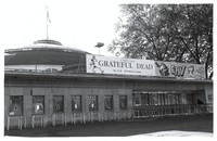 "Festhalle, with ""Grateful Dead"" banner"