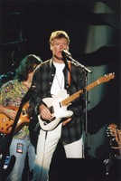 Steve Winwood, with Mark Karan in the background