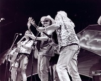 Rob Wasserman, Bob Weir, Marc Ford and Arlo Guthrie performing