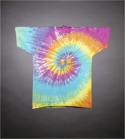 T-shirt: dancing bears, tie-dyed background