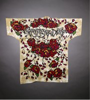 "T-shirt: Skull, roses. Back: ""Grateful Dead"" - roses"