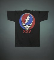 "T-shirt: ""The Wall of Sound / 1974 / 24,000 Watts RMS"". Back: ""XXV"" - stealie"
