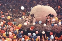 Bill Graham's giant egg, with his son, Alex Graham, and another boy